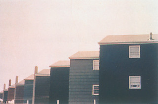 4──ダン・グレアム《Homes for America: Row of Tract Houses》1966, Bayonne