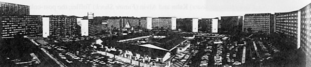 10──板状住居に囲まれた「タウンセンター」 引用出典=The first  Decade in Public Housing, Singapore: Housing and Development  Board,1969.