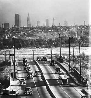 5──Andreas Feininger,   Manhattan Skyline Seen from New Jersey1944 引用出典=Thomas Buchsteiner and Otto Letze eds.,  Andreas Feininger That's Photography,  Hatje Cantz, 2004.
